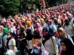 Ribuan Massa Padati Alun-Alun Subang