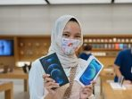 Pembeli iPhone 12 Pertama