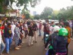 Massa FPI Bersitegang dengan Aparat TNI di Slipi