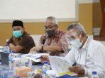 Komisi V DPRD Provinsi Jawa Barat menggelar rapat kerja bersama mitra kerja komisi terkait pembasahan Laporan Keterangan Pertanggungjawaban (LKPJ) Gubernur Tahun 2020 di Aula Kantor Cabang Dinas Pendidikan Wilayah VII Kota Cimahi, Senin (5/4/2020). (Foto : Rizky Ramdhani/Humas DPRD Jabar).